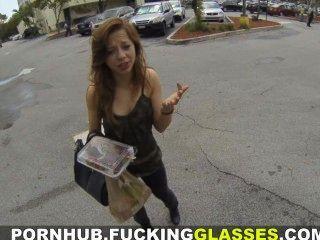Ficken Brille - ein heißes Girl vor ihrem Date verdammt