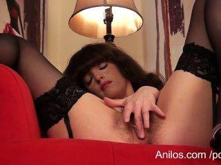 ersten Orgasmus Video für haarige Muschi MILF