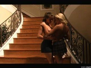 sexy lesbischen Freundinnen liebt einander junge heiße Muschi lecken