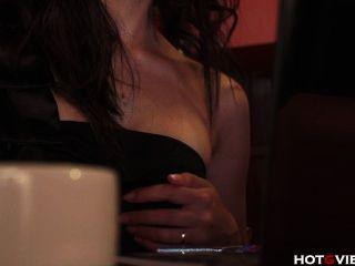 asiatische quietscht in einem Café