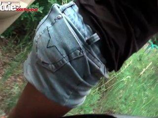 FunMovies Deutsch Amateur in der Öffentlichkeit in einem Auto gefickt