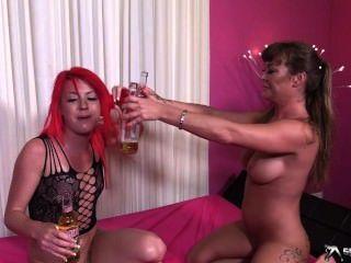 zwei heißeste lesbische Spiele mit pissing