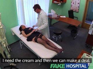 fakehospital keine Krankenversicherung führt schüchtern Patienten für die Behandlung zu bezahlen