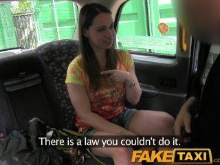 faketaxi London Tourist saugt und fickt wie ein Profi