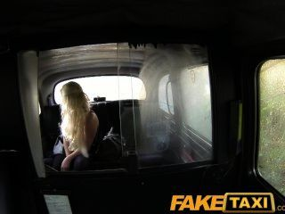 faketaxi adult tv wannabe saugt Hahn