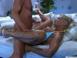 sexy russische MILF Anna kennt die besten