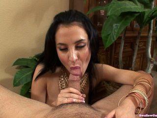 sandra luberc in ihrer ersten Szene mit einem männlichen Co-Star