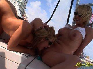 lesbische Jugendliche öffentliche Boot fahren gangbang hd