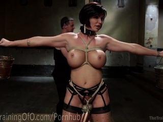 Slave Milf mit riesigen Titten