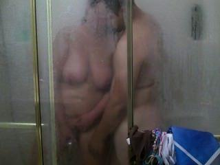 eine regelmäßige Dusche verwandelt sich in hardcore fucking und abspritzen :)