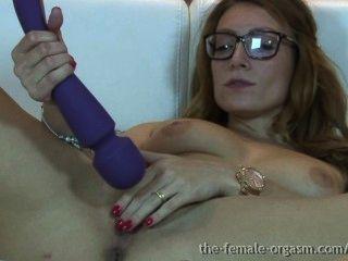 hot british Babe masturbiert ihre Klitoris zu saftigen feuchte Muschi zitternde Orgasmus