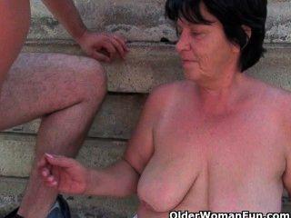 reifen Mütter im Freien gefickt