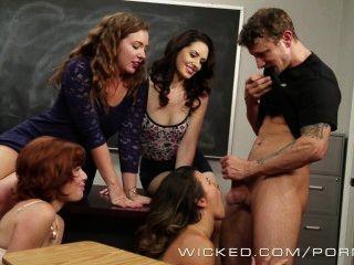 wicked - Avluv wird gelehrt, wie man spritzen