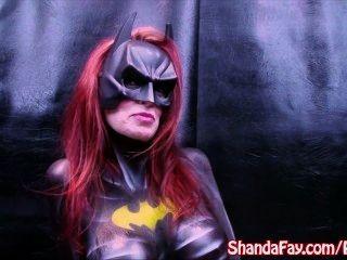 Kanadische Milf shanda fay! batgirl ist und spielt mit großen Dildo!