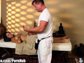 Massage verwandelt sich für wilde Mädchen Daisy Dunst zu betrügen