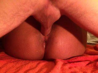 big ass latina spritzt überall auf großen weißen Hahn