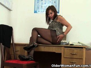 britische Bürodame braucht orgasmisch Erleichterung