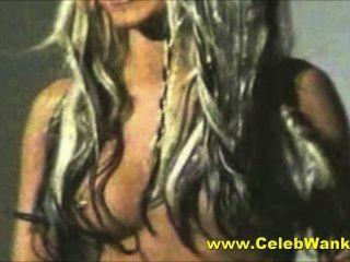 Christina Aguilera nackt big tits Berühmtheit MILF