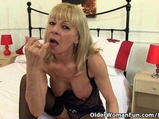 British Granny elaine gibt ihre Muschi ein Genuss