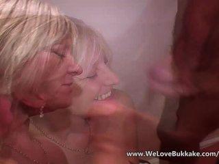 ältere reife Frau tut bukkake
