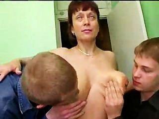 russische Dreck reifen und viele Schwänze