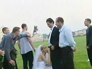 Braut gefickt im Freien von mehr als einem Typ!