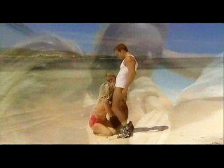 blonde Schlampen Vorteil am Strand nehmen Euro