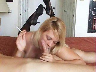Rauchen heiße Blondine
