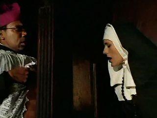 diese Nonne Sünden und muss gestehen,