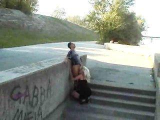 hot europäisches Mädchen fickt im Park