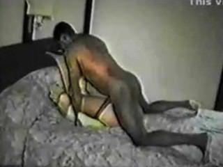 Frau mit schwarzem Chef von Mann gefilmt