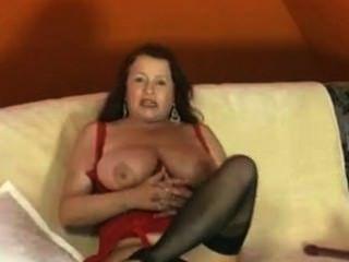 Deutsch reife masturbieren mit Dildo