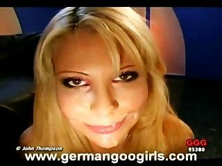 big Tit blond liebt den Geschmack von Hahn und Sperma!