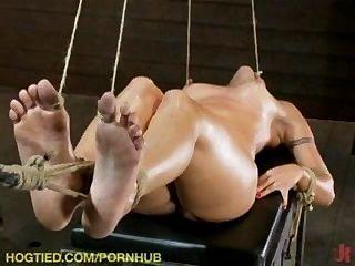 vier heiße Mädchen gefesselt und gefickt!