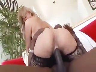 hot blonde sarah Vandella wird hart von einem großen schwarzen Schwanz zertrümmert