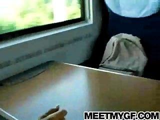 blonde Teen gefickt auf einem öffentlichen Zug