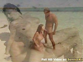 busty Babe Strand Blowjob Sex und cum