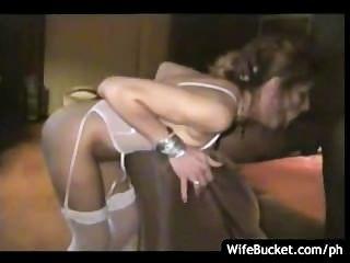 mit verbundenen Augen und gefesselten Frau
