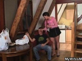 geil Schwiegermutter muss Schwanz
