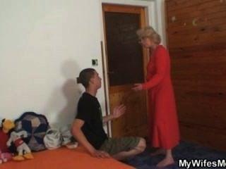 Frau findet ihn ihre alte Mutter ficken