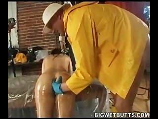 Daphne Rosen hat Spaß mit Öl