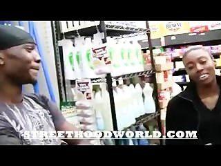 Amateur tut erstes Video nach Beig im Supermarkt abgeholt