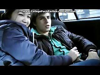 18-jährige Mädchen wird im Auto knallte
