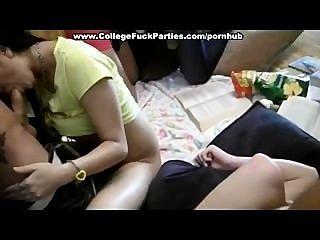Studenten sammeln und wahnsinnigen Orgie beginnen