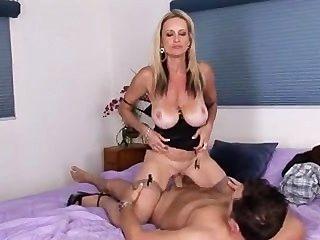 hot Cougar bekommt Schluck cum