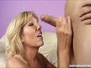 Vickie aus Orange County Hausfrauen ist eigentlich eine hässliche Schwanz lutschen