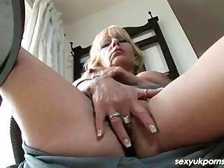 uk reifen pornstar Jane Bond bekommt in ihrer Studie ab
