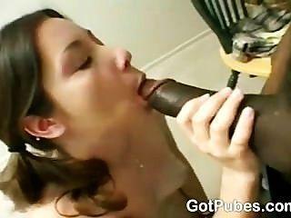 heißes Mädchen mit einem haarigen Muschi Verlangen nach einem Schwanz