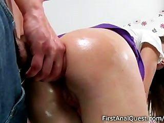 stupende Teen Babe genießt ihre erste anal fucking