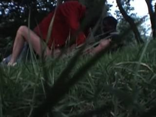 französisch Frau nadine nimmt Schwarzen im Park